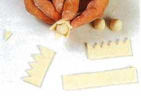 Орехи из соленого теста