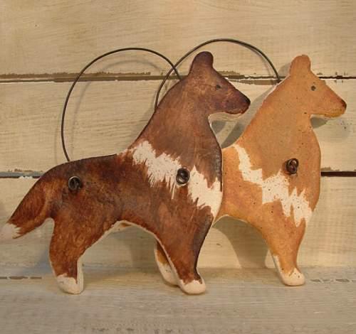 Поделки из соленого теста для кухни: фигурки собак на декоративной проволоке, фото