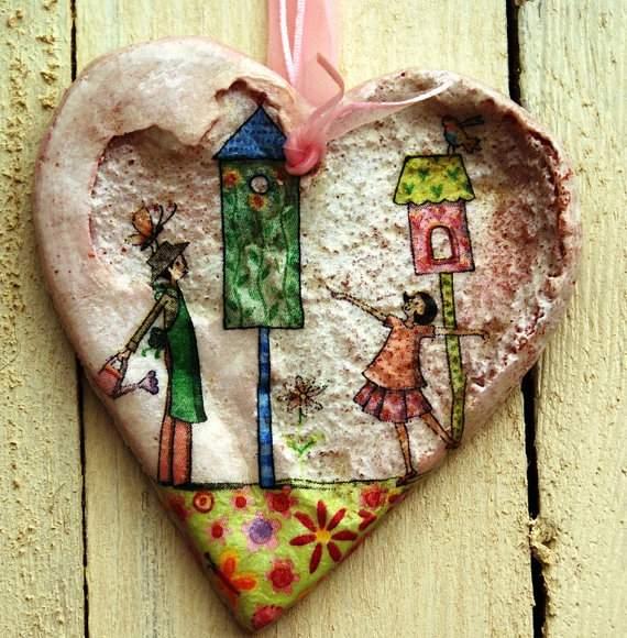 Делаем поделку из соленого теста: объемное волшебное сердце на розовой ленте