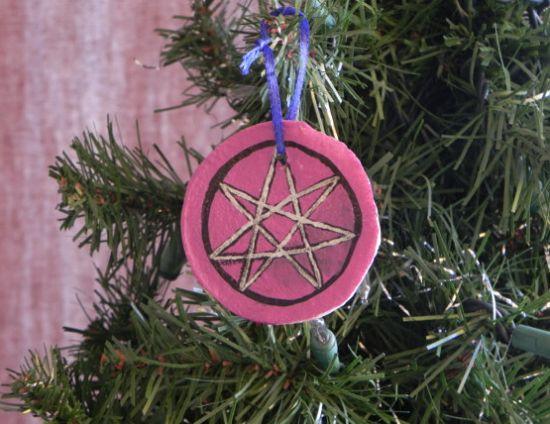 Фото красивых новогодних игрушек на ёлку из соленого теста