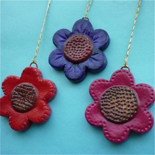 Цветы-медальоны из соленого теста, фото